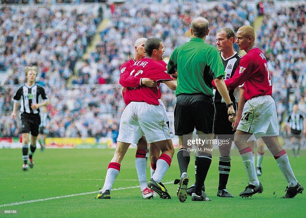 Roy Keane Alan Shearer : News Photo