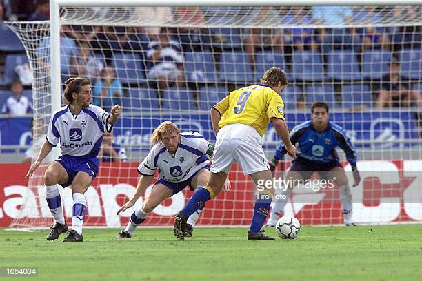 Martin Palermo of Villarreal positions himself in front of the Tenerife goal with Pablo Paz and Lussenhoff of Tenerife during the Tenerife v...