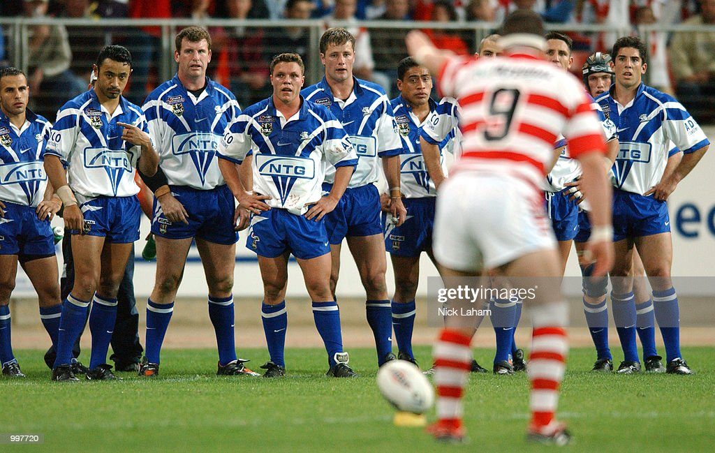 The Bulldogs watch on as Mark Riddell #9 of the Dragons looks to convert a try during the NRL qualifying final between the Bulldogs and the St George Illawarra Dragons held at the Sydney Showground, Homebush Bay, Sydney, Australia. DIGITALIMAGE Mandatory Credit: Nick Laham/ALLSPORT