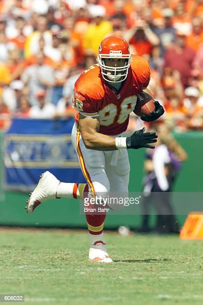 Tight end Tony Gonzalez of the Kansas City Chiefs runs the ball against the Oakland Raiders at Arrowhead Stadium in Kansas City, Missouri. The...