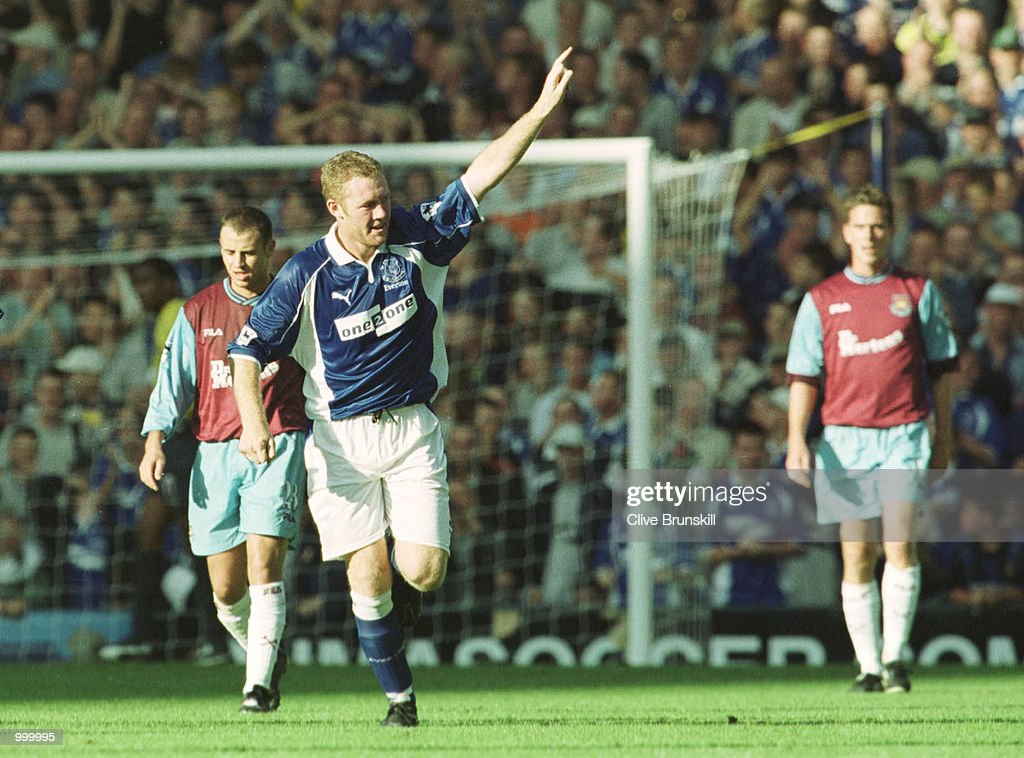 Steve Watson of Everton celebrates scoring during the match between Everton and West Ham United in the FA Barclaycard Premiership at Goodison Park, Liverpool. Mandatory Credit: Clive Brunskill/ALLSPORT