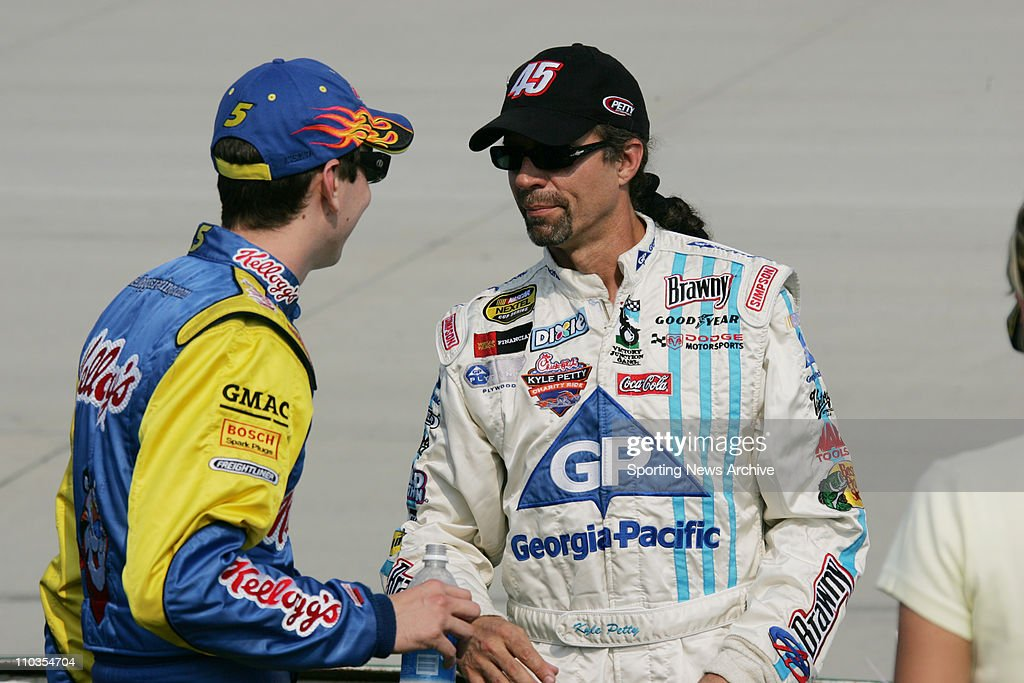 NASCAR 2005: Nextel Cup MBNA RacePoints 400 : News Photo
