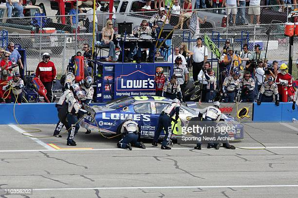 Sep 30 2005 Tallageda AL USA JIMMIE JOHNSON crew during practice for the Nextel Cup UAWFord 500 at Talladega Superspeedway