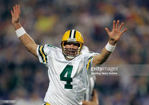 Sep 30, 2007 - Seattle, WA, USA - NFL FOOTBALL: Green Bay Packers quarterback BRETT FAVRE celebrates as he races to the end zone after his...