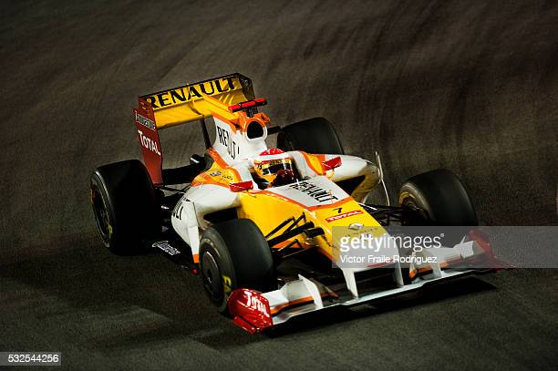 27 Sept 2009 Singapore ING Renault F1 Team driver Fernando Alonso of Spain steers his car during the Fia Formula One 2009 Singtel Singapore Grand...