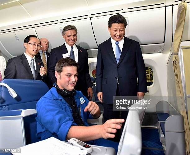 SEATTLE Sept 23 2015 Chinese President Xi Jinping first right chats with a Boeing employee aboard a 787 plane which will soon be delivered to China's...