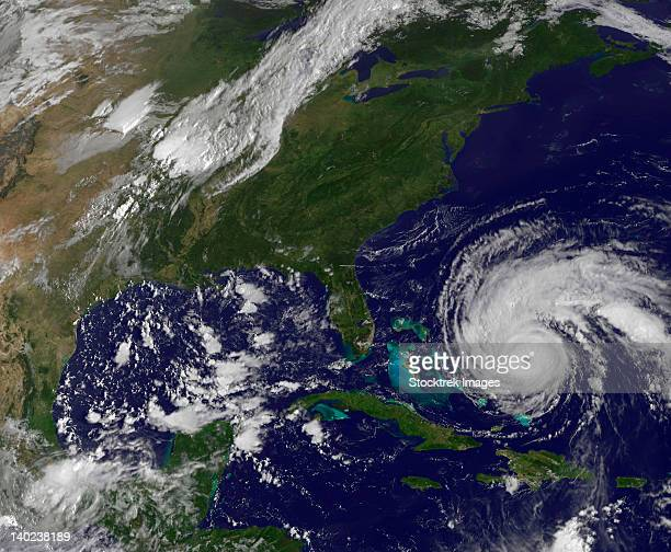 september 1, 2010 - satellite view of hurricane earl and the united states east coast - orkaan stockfoto's en -beelden