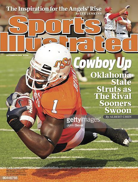 September 14 2009 Sports Illustrated Cover College Football Oklahoma State Dez Bryant in action diving and scoring touchdown vs Georgia Stillwater OK...
