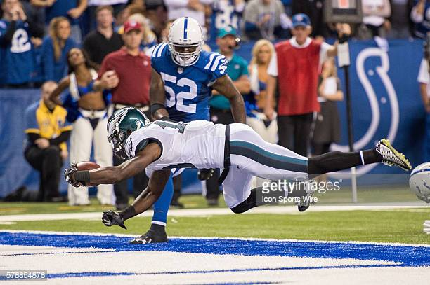 Philadelphia Eagles wide receiver Jeremy Maclin dives into the end zone in front of Indianapolis Colts inside linebacker D'Qwell Jackson to tie the...