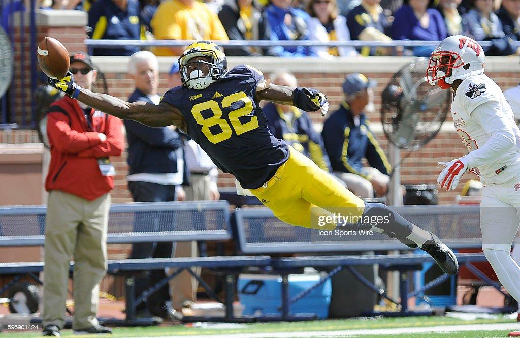 NCAA FOOTBALL: SEP 19 UNLV at Michigan : News Photo