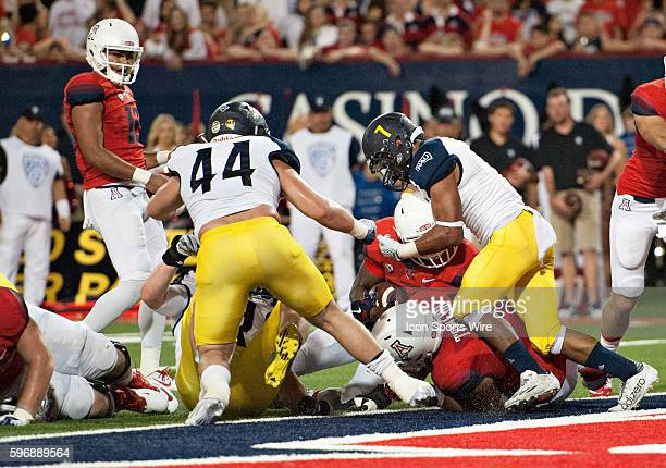 Arizona Wildcats running back Nick Wilson lunges for a touchdown in the closing seconds of the first half of the football game between the No 20...