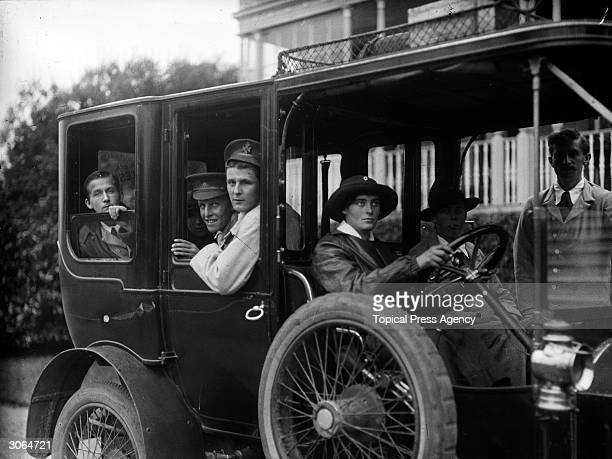Recouperating soldiers at Hamworth Hall, a Red Cross Hospital, leave for an outing in a car.