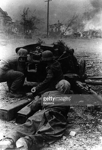 Two German soldiers cower in the shadow of their gun during the burning of Stalingrad This was the second phase of Hitler's illadvised invasion of...