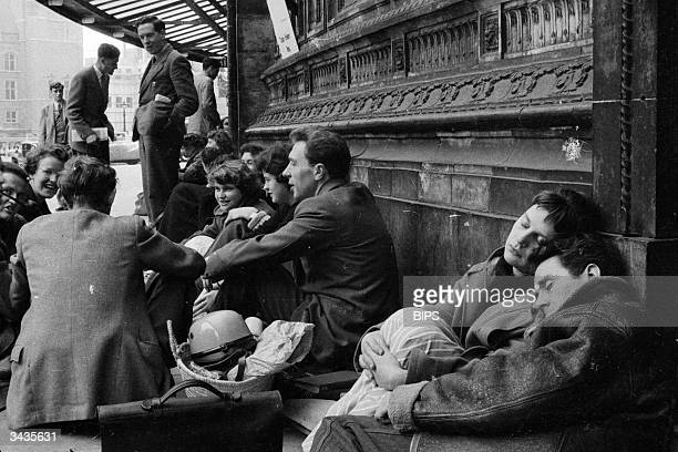 British fans wait outside the Royal Albert Hall in London to buy tickets for the 49th Symphony Concert.
