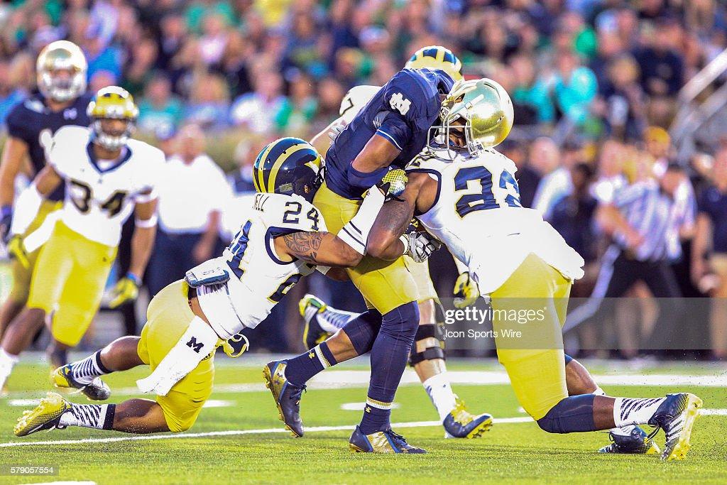 NCAA FOOTBALL: SEP 06 Michigan at Notre Dame : News Photo