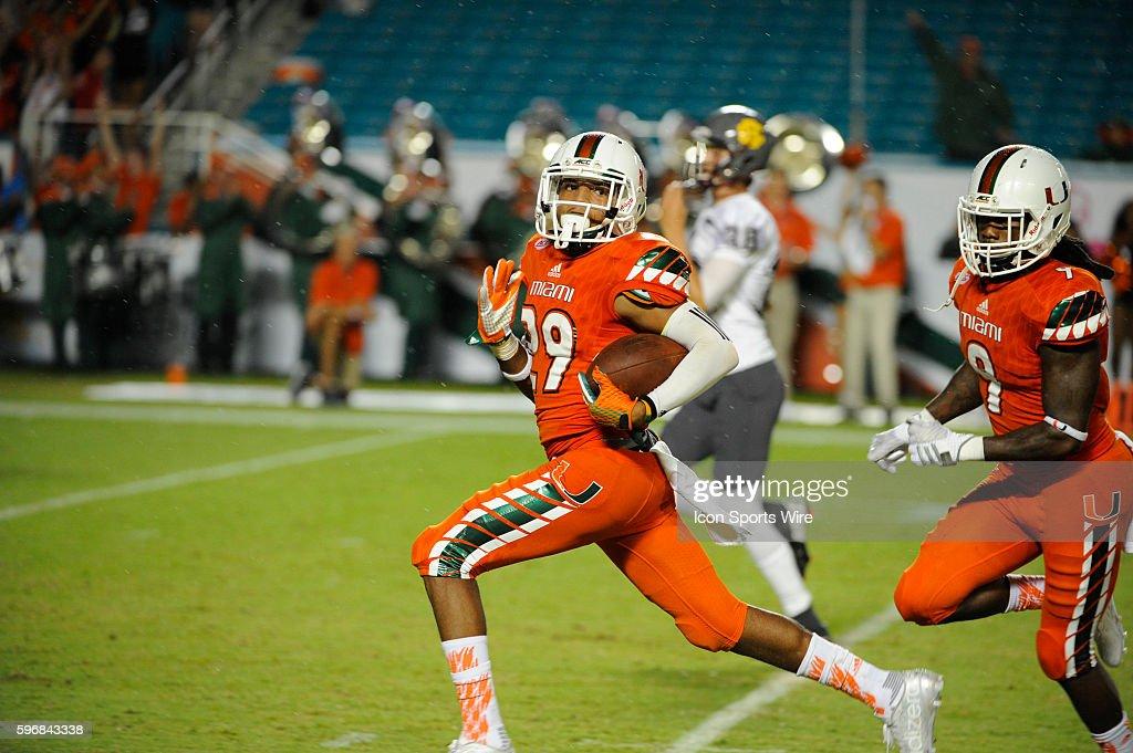 NCAA FOOTBALL: SEP 05 Bethune-Cookman at Miami : Nyhetsfoto