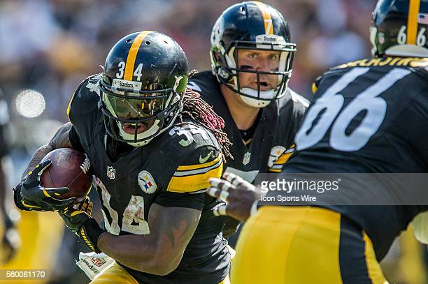 Pittsburgh Steelers Quarterback Ben Roethlisberger [6567] hands off to Pittsburgh Steelers Running Back DeAngelo Williams [7710] in action during a...