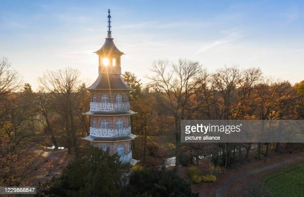 September 2017, Saxony-Anhalt, Oranienbaum: The pagoda in the English-Chinese Garden of Schloss Oranienbaum is illuminated by the last rays of the...