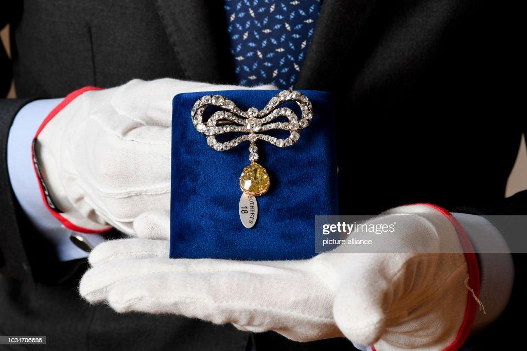 Presentation of jewels at Sotheby's : Foto di attualità