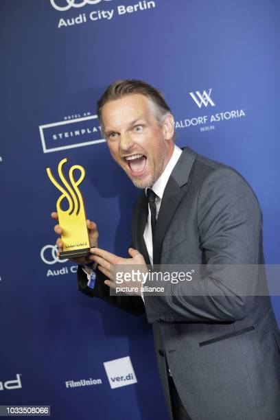"""September 2018, Berlin: Actor Barry Atsma holds the German Acting Award in the category """"Actor in a leading role"""". Photo: Jörg Carstensen/dpa"""
