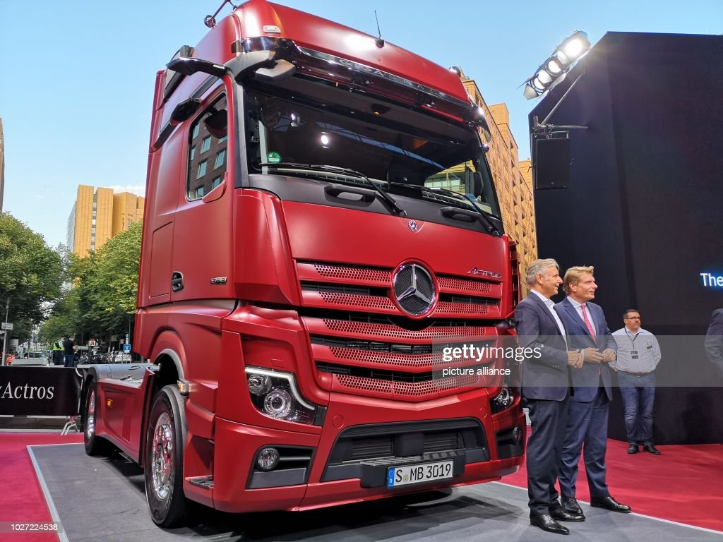 The new model of the Daimler truck Mercedes-Benz Actros is