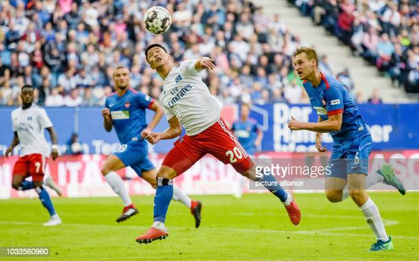 Soccer 2nd Bundesliga Hamburger SV 1st FC Heidenheim 5th matchday in the Volksparkstadion Hamburg's Hee Chan Hwang and Heidenheim's Patrick Mainka...