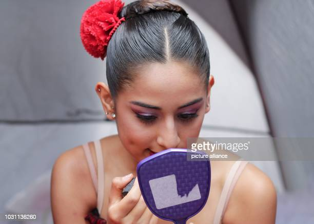 Mexico Mexico City A dancer puts on makeup shortly before her performance as part of the cultural programme Theater auf öffentlichen Plätze Theater...