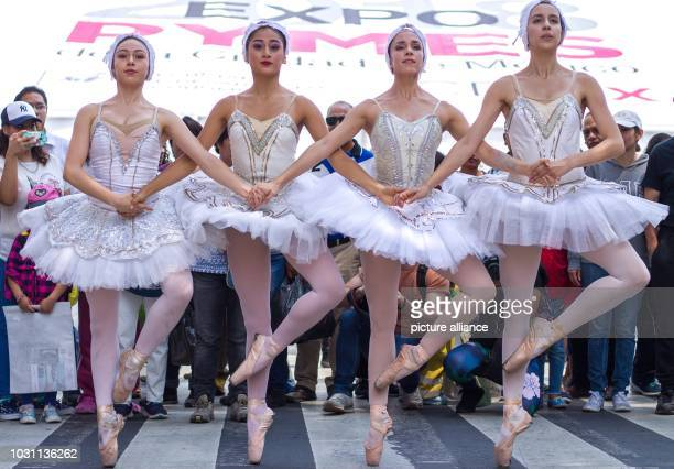 Mexico Mexico City Members of the dance group Ardentia perform as part of the cultural program Theater auf öffentlichen Plätze Theater in Ihrer...