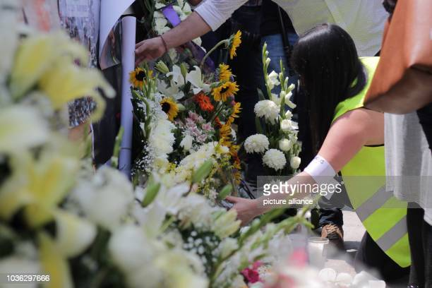 People laying flowers for the victims of the earthquakes of September 19 1985 and 2017 A year ago an earthquake of 71 magnitude shook the capital of...