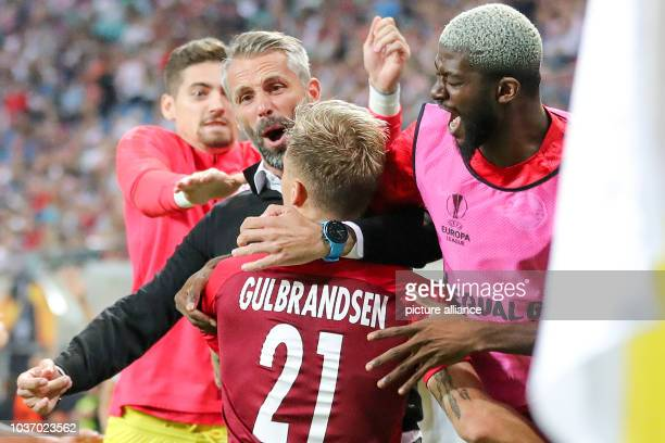 September 2018, Saxony, Leipzig: Recrop+ Soccer: Europa League, Group stage, Matchday 1: RB Leipzig - RB Salzburg. Salzburg coach Marco Rose cheers...