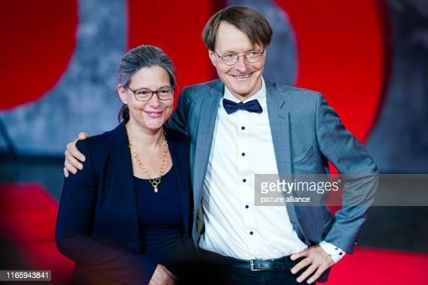September 2019, Saarland, Saarbrücken: Karl Lauterbach, member of the Bundestag, and Nina Scheer, member of the Bundestag, are standing in the foyer...