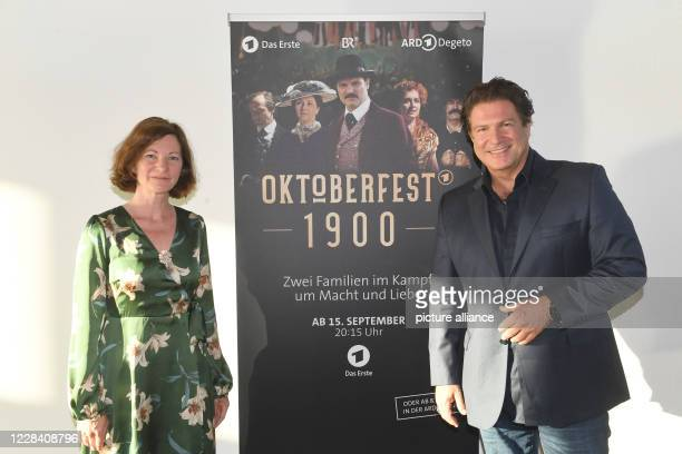 "September 2020, Bavaria, Munich: Bettina Ricklefs and the actor Francis Fulton-Smith are guests at the live film talk of the series ""Oktoberfest..."