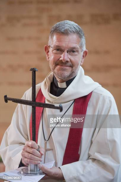 September 2020, Mecklenburg-Western Pomerania, Demmin: John Witcombe, Dean of Coventry Cathedral in Great Britain, hands over the Cross of Nails of...