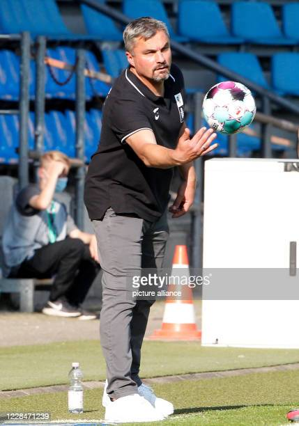 September 2020, North Rhine-Westphalia, Bochum: Football: DFB-Pokal, FV Engers - VfL Bochum - , 1st round at the Vonovia-Ruhrstadion. Bochum coach...