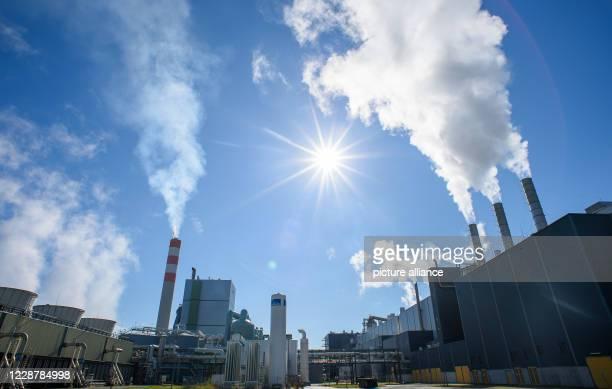 September 2020, Saxony-Anhalt, Arneburg: The sun is shining over the Mercer Stendal factory. Representatives of ten companies met there in the...
