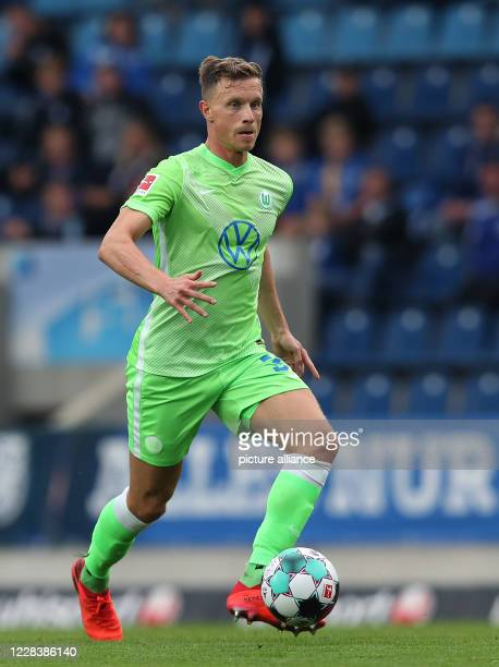 September 2020, Saxony-Anhalt, Magdeburg: Football: Test matches, 1st FC Magdeburg - VfL Wolfsburg Wolfsburg's Yannick Gerhardt runs with the ball....