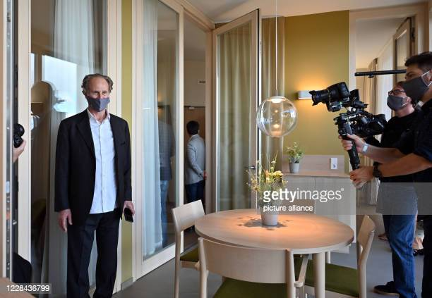 September 2020, Thuringia, Eisenberg: Matteo Thun, architect, is standing in a patient room in the new ward block of the Eisenberg Forest Clinics....