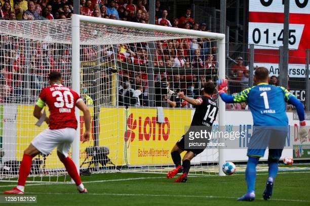 September 2021, Baden-Wuerttemberg, Freiburg im Breisgau: Football: Bundesliga, SC Freiburg - 1. FC Köln, Matchday 4, Dreisamstadion: A shot by...