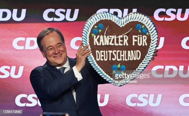 September 2021, Bavaria, Munich: At the official campaign closing of the CDU and CSU in the Festhalle am Nockherberg, Armin Laschet, candidate for...