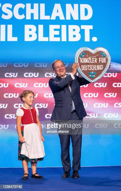 September 2021, Bavaria, Munich: At the official campaign closing of the CDU and CSU in the Festhalle at the Nockherberg, Armin Laschet, candidate...