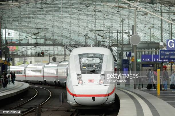 September 2021, Berlin: An ICE train stands on a platform at Berlin Central Station. Deutsche Bahn and the train drivers' union GDL have agreed on a...