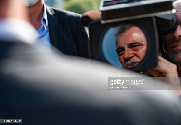 September 2021, Berlin: Claus Weselsky, Federal Chairman of the German Train Drivers' Union , talks to journalists before the start of an event...