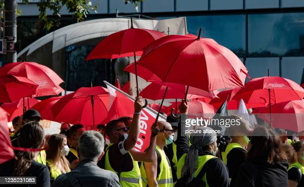 September 2021, Berlin: Employees in Berlin and Brandenburg's retail sector stand on Breitscheidplatz. With banners and in chants they demand a fair...