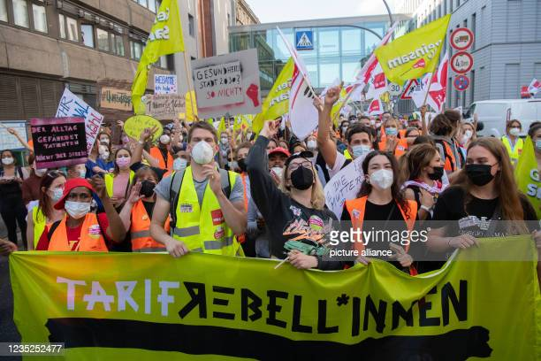 """September 2021, Berlin: """"Tarif-Rebellinnen"""" is written on the banner at a demonstration of employees of the state-owned Berlin hospitals Vivantes and..."""
