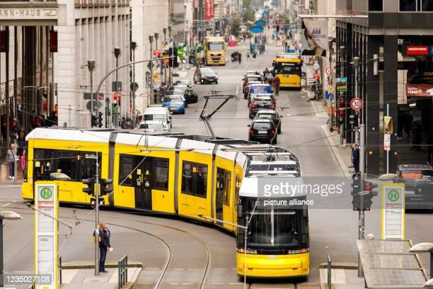 September 2021, Berlin: Tram traffic at the stop Friedrichstraße. Photo: Carsten Koall/dpa
