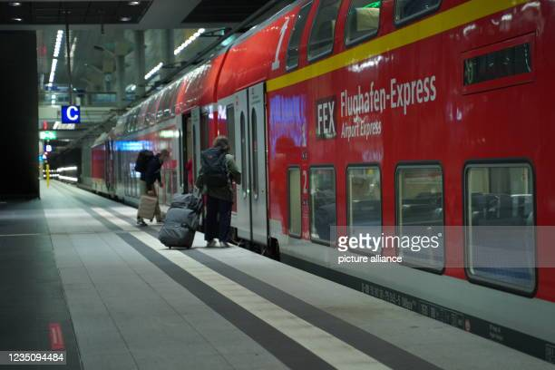 September 2021, Berlin: Travellers board the airport express on platform 5 at Berlin Central Station. Since 2 o'clock, the nationwide strike of the...