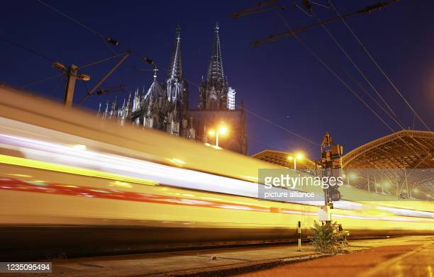 September 2021, North Rhine-Westphalia, Cologne: A train pulls into the main station. The German Train Drivers' Union ended its strike at Deutsche...
