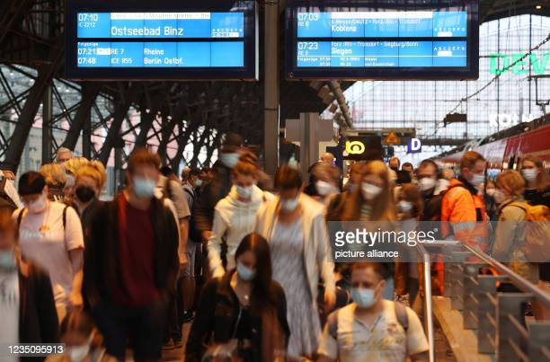 September 2021, North Rhine-Westphalia, Cologne: Passengers get off a train at the main station. The German Train Drivers' Union ended its strike at...