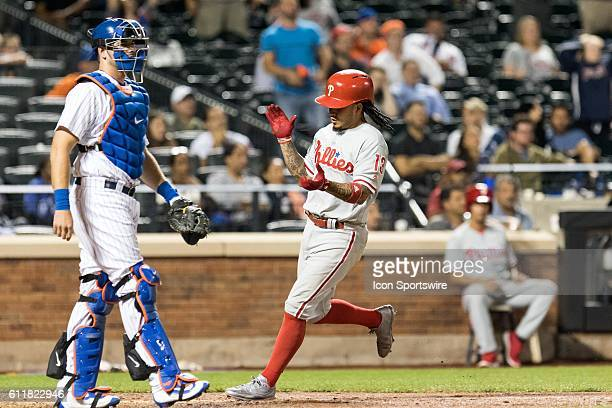 Philadelphia Phillies Shortstop Freddy Galvis [8264] scores on a single by AJ Ellis in the 11th inning of a regular season game between the...