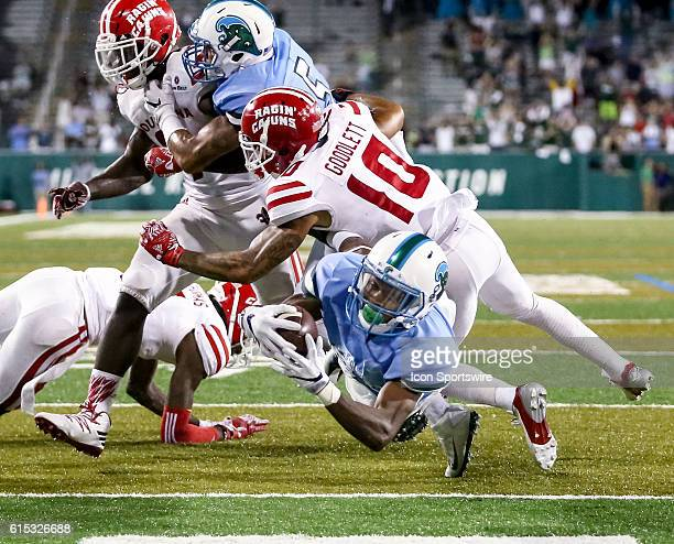 Tulane Green Wave wide receiver Darnell Mooney dives in for a 25 yard touchdown during the second half of the game between the Tulane and the...